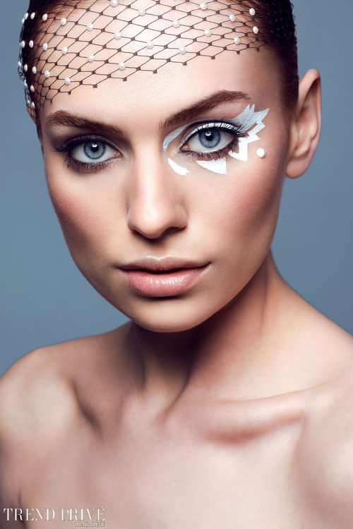 Photographer: Tiberiu Arsene (@tiberiuarsene) Model: Evelyn Etoiles Models Agency (@etoiles.models.agency) Retouch: Loredana Dumitrache (@loredretouch) Makeup: Costina Lumuzeanu (@costinalumezeanu) Hairstyle: George Cozma (@cozmageorge) Coordinator: Elena Horvath (@elenahorvath) Styling: Alexandra Calafeteanu (@alexandra.calafeteanu) TPM PR: Razvan Ferigeanu (@razvanferigeanu)   by Trend Prive Magazine, Loredana Dumitrache, Costina Lumuzeanu , George Cozma, Tiberiu Arsene, Alexandra Calafeteanu , Razvan Ferigeanu